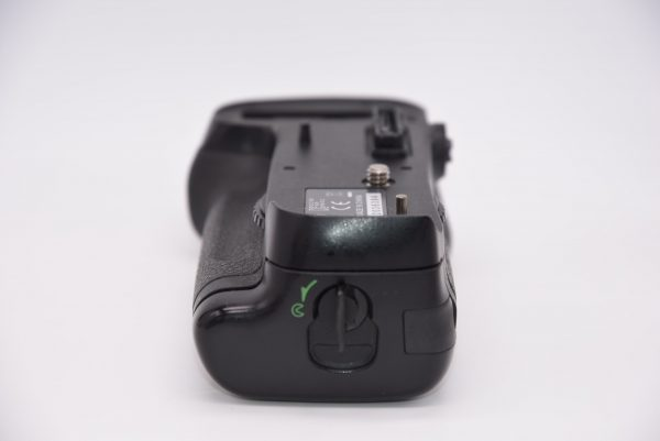 NikonMB-D12BatteryPackforD800D800ED810 - DSC_0005-min