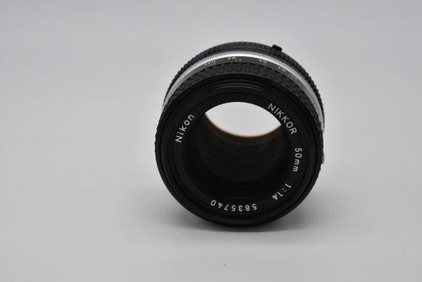 50mm-1.4f03-12 - DSC_0041-min